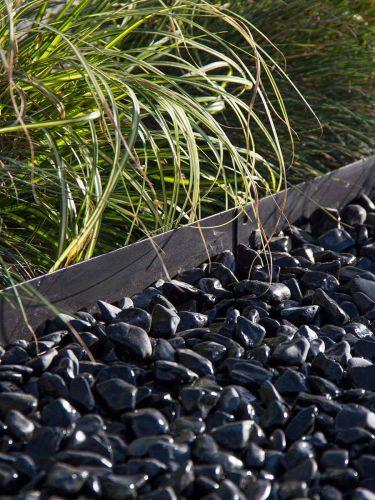 Multi-Edge METAL Afboording (zwart) aangelegd met nero ebano grind